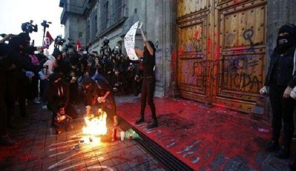 زنان مکزیک به خیابانها ریختند