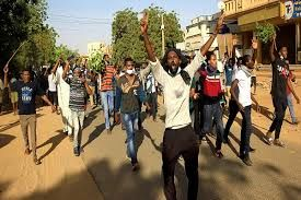 معترضان در خارطوم به مقر فرماندهی ارتش یورش بردند