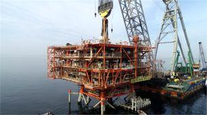 سومین سکوی برداشت گاز طرح توسعه فاز ۱۳ پارس جنوبی در خلیج فارس نصب شد