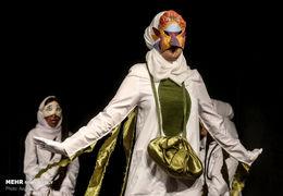 هنرنمایی یک قربانی اسید پاشی بر صحنه تئاتر /12 بازیگر نابینان و کم بینا نمایش شاباش خوان را اجرا کردند