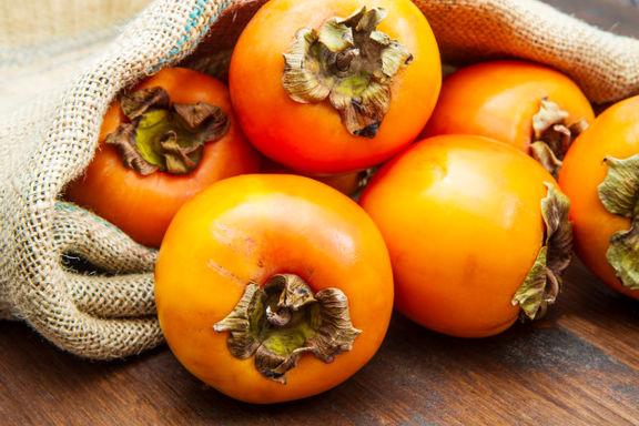 وضعیت بازار میوه های شب یلدا/ قیمت خرمالو، هندوانه، انار افزایشی نمی شود