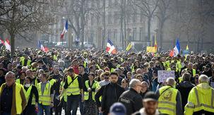 آمار حضور جلیقه زردها در خیابان به روایت وزیر کشور فرانسه / دستگیری 233 نفر در تظاهرات دیروز فرانسه