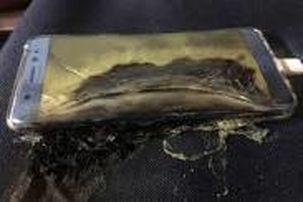 آتش گرفتن ناگهانی موبایل در جیب فروشنده مغازه