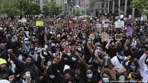 اعتراضات در آمریکا باعث کاهش محبوبیت رئیس جمهور این کشور میان مردم شد