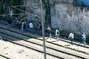 قطار 15 کارگر هندی خوابیده روی ریل را له کرد