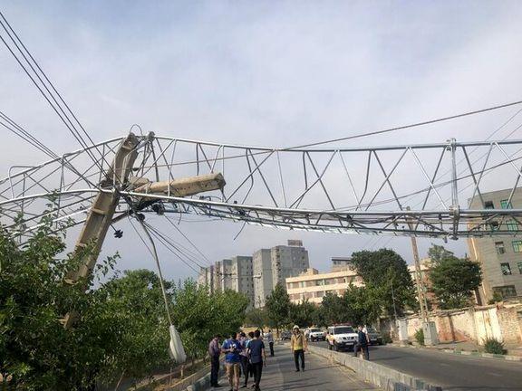 سقوط یک دکل مخابراتی در شرق تهران