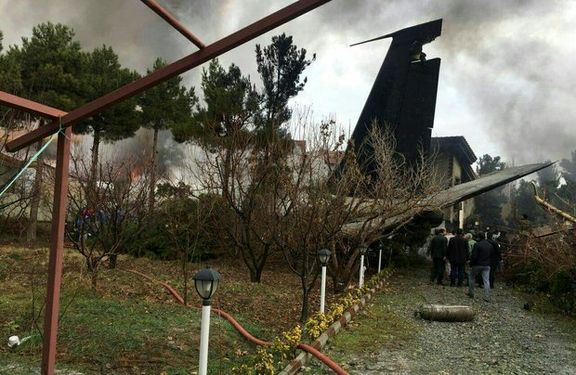 هواپیما در آتش کاملا سوخته