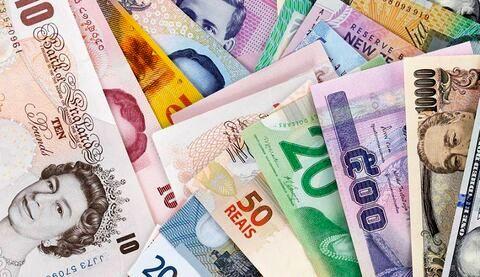 کاهش نرخ رسمی یورو و پوند در مقابل افزایش قیمت 8 ارز