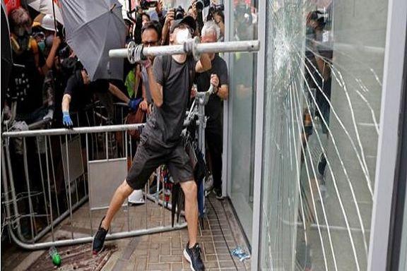 حمله تظاهرکنندگان خشمگین هنگکنگی به تجهیزات مترو
