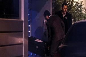 سه صندوق سیاهرنگ بزرگ به داخل ساختمان کنسولگری عربستان در استانبول منتقل شدند