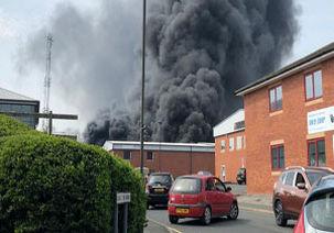 وقوع آتشسوزی در شهر «دربی» انگلیس به همراه شنیده شدن صدای چند انفجار