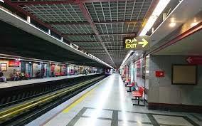 روز دختر در ایستگاه مترو تئاتر شهر