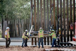 ترامپ سه پروژه ساخت دیوار مرزی در مکزیک را به دلیل کمبود منابع مالی لغو کرد