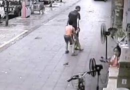 فیلم لحظه سرقت تلفنهمراه در خیابان کریمخان تهران + فیلم