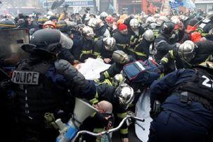 درگیری شدید آتش نشانان فرانسوی با پلیس