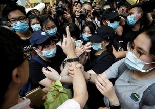 مردم هنگ کنگ دوباره به خیابان ها ریختند
