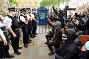 ادامه اعتراضات سراسری در لندن در همبستگی با معترضان آمریکایی