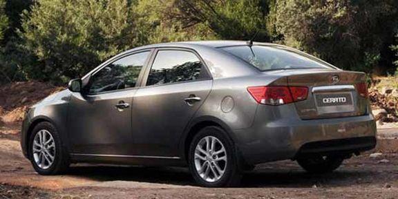 خریداران سراتو خودروی خود را در موعد مقرر تحویل می گیرند