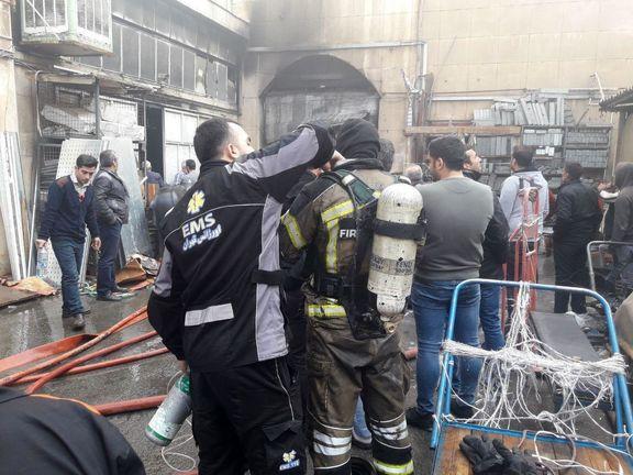آتش سوزی گسترده در انبار لوازم یدکی در خیابان امیرکبیر تهران
