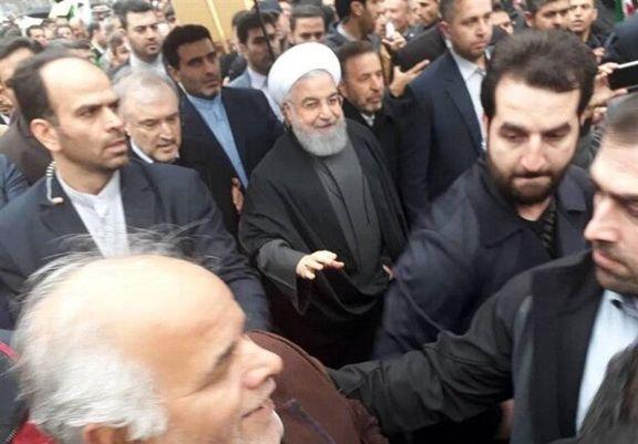 روحانی به جمع راهپیمایان ۲۲ بهمن پیوست