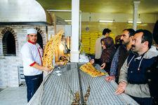 کار خوب شیرازیها/ شیرازیها مقابل نانوایی را خطکشی کردند تا فاصله رعایت شود  +  ویدئو