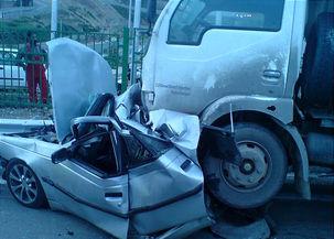 تصادف تریلی و یک دستگاه خودرو ۱۴ کشته و مصدوم داد