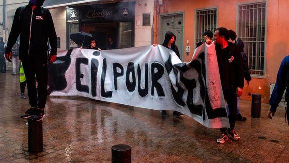 جلیقه زردها با همکاری بلوکهای سیاه دفتر یک عضو مجمع ملی فرانسه را اشغال کردند