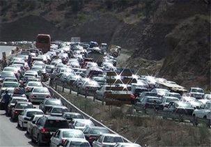 مردم با تمام هشدارها همچنان در ترافیک جاده چالوس هستند