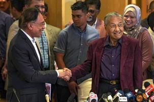 نخستوزیر 94 ساله مالزی از سمت خود استعفا کرد