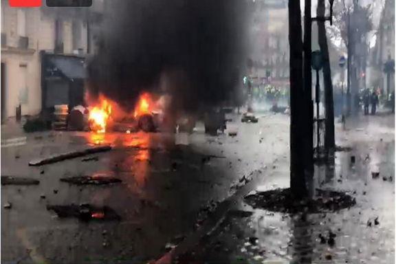 پاریس در دود و آتش!/ تظاهرات کنندگان یک پاسگاه پلیس را محاصره کرده اند
