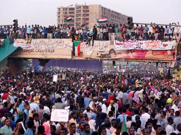 کودتا در سودان/عمر البشیر برکنار شد/  سربازان وارد مقر جنبش اسلامی شدند