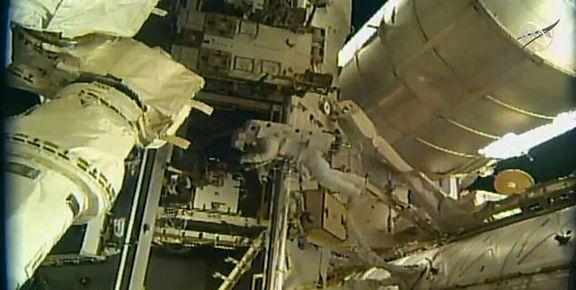 فضانوردان چارهای جز استفاده از پوشک ندارند