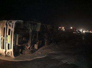 تانکر حامل مواد نفتی  در محور قدیم ساوه - تهران واژگون شد + عکس