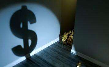 قییمت دلار در بازار جهانی کاهشی شد