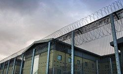 مهاجران بازداشتی در انگلیس در شرایطی بد زندانی میشوند