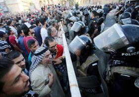 پیچیده تر شدن اوضاع عراق و ادامه تظاهرات / مردم بصره ساختمان استانداری را محاصره کردند