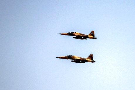 پرواز جنگنده بومی و تمام ایرانی در آسمان