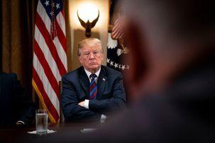 دونالد ترامپ : اگر خواهان سقوط بازار بورس آمریکا هستید ترامپ را استیضاح کنید