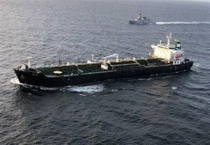 آمریکا برنامه تحریم 40 نفتکش را بررسی میکند