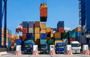 روزانه 200 هزار کامیون برای بارگیری کالاهای اساسی به بندر امام میروند