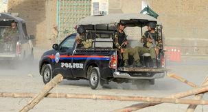 انفجار بمب در نزدیکی یک خودرو پلیس در پاکستان/ 6 نفر کشته و زخمی شدند