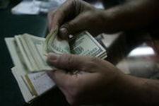صادرکنندگان تنها 15 روز برای بازگرداندن ارز مهلت دارند