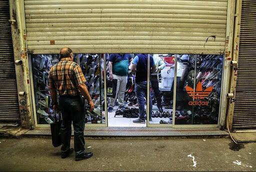 مغازههایی با کرکره نیمه باز و پروتکلشکنی کرونایی اصناف در تهران