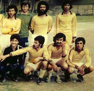 احمدی نژاد یک عکس با لباس فوتبال از دوران جوانی خود رو کرد