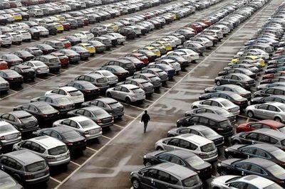 کاهش قیمت و رکود یقه بازار خودرو را گرفت