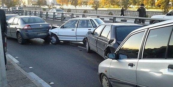 واژگونی یک خودرو در آزادراه کرج - قزوین