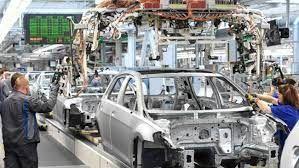 کمبود مواد اولیه در صنایع خودروسازی و پتروشیمی آلمان