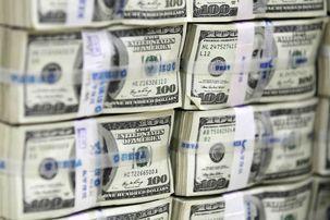 دلار غیررسمی می تازد و اکنون به 7500 تومان رسیده است / اختلاف 3250 تومانی نرخ غیرسمی و مرجع دلار رانت زیادی ایجاد کرده است