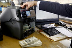 دلار صرافیهای بانکی به 14 هزار و 800 تومان رسید