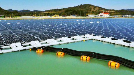 راهاندازی فاز اول نیروگاه خورشیدی شناور در جنوب تهران